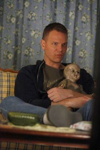 File:S4 Hoyt with creepy doll.jpg