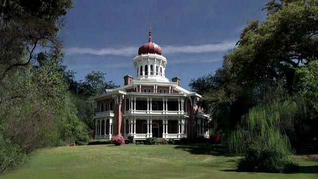 File:Russell-edgington-mansion-outside.jpg