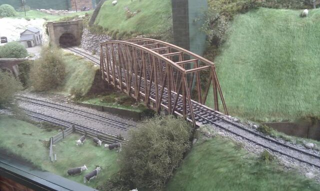 File:RollingRiverBridgeDraytonManor.JPG