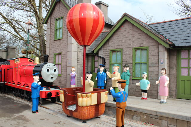 File:JamesandtheRedBalloonScenery.JPG
