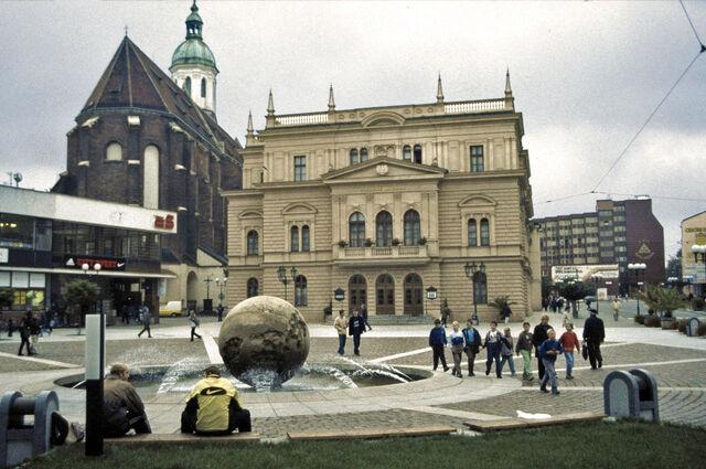 File:Opava Horní náměstí Theater Mariä Himmelfahrt-1-.jpg