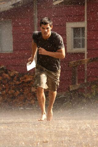 File:Breaking-dawn-photo-still-jacob-black-running-rain.jpg