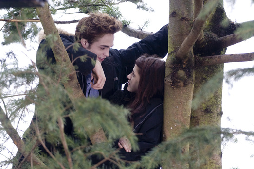 File:Edward-bella-twilight.jpg