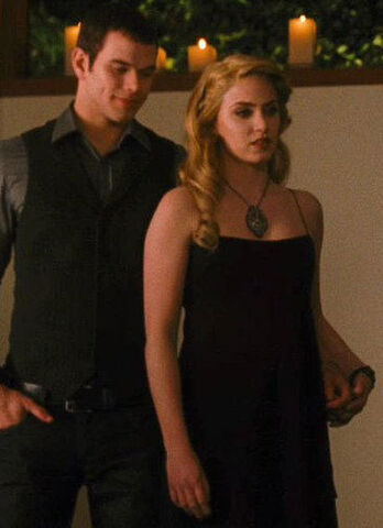 File:Rosalie-hale-and-twilight-rosalies-necklace-gallery.jpg