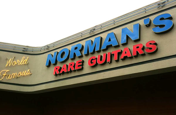 File:122211 kristen stewart normans guitars 7111222084949.jpg