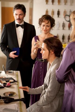 File:Bella and her parents before the wedding.jpg