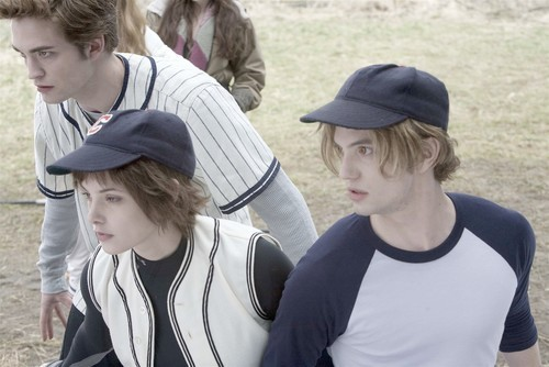 File:Cullens ready to pounce after baseball.jpg