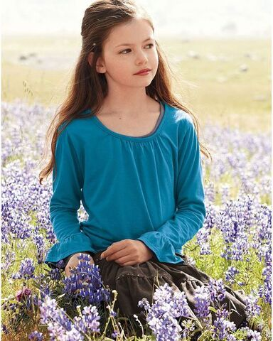 File:Renesmee in breaking dawn.jpg