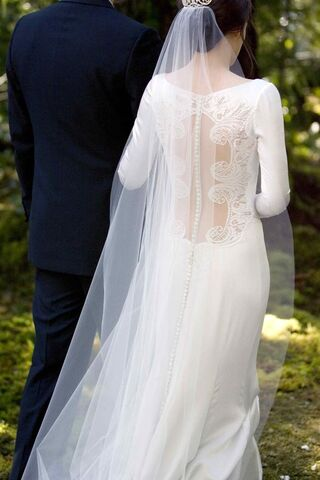 File:Twilight-breaking-dawn-bella-swan-wedding-dress-2.jpg