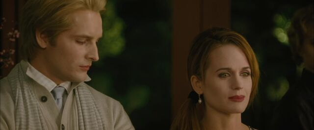 File:The-Cullen-Vote-Screencaps-esme-and-carlisle-cullen-13726583-1920-800.jpg