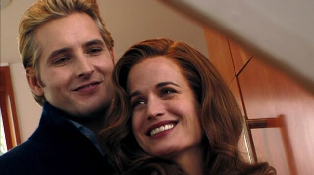 File:Esme and Carlisle 2.jpg