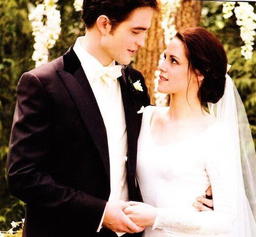File:Mrs and Mr Edward Cullen.jpg