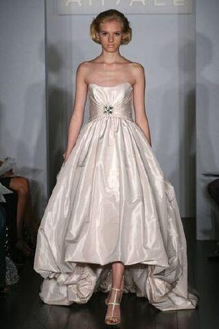 File:Wedding-dress.jpg