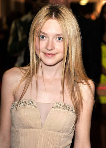 File:45 dakota fanning.jpg