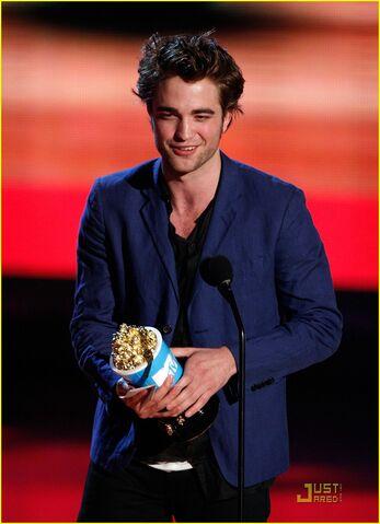 File:Robert-pattinson-mtv-movie-awards-06.jpg