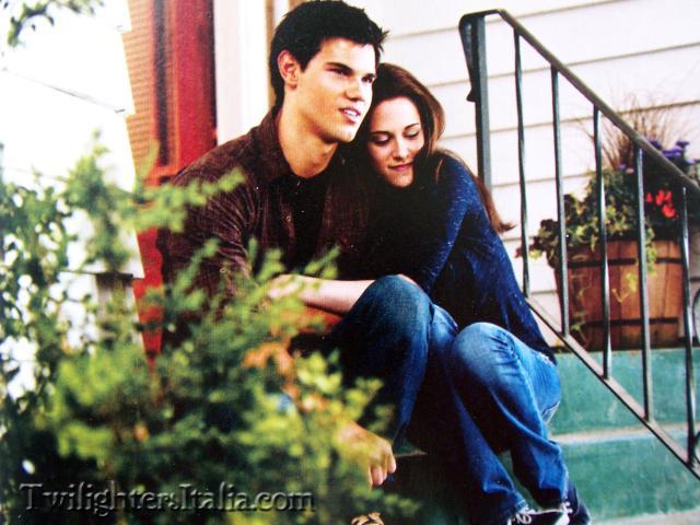 File:Jacob and Bella together.jpg