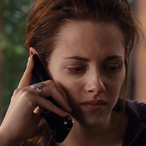 File:Bella on the phone.jpg