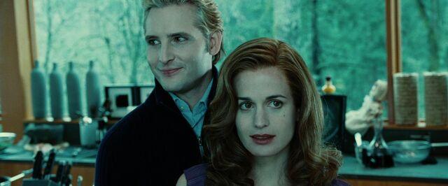 File:Twilight-Esme-and-Carlisle-dark-supernatural-romance-books-25949099-1280-720.jpg