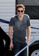 Robert Pattinson-Smoke-on set-new moon
