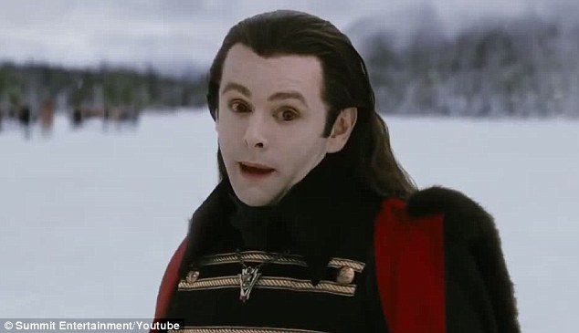 File:Aro in Breaking Dawn.jpg