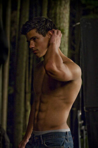 File:Taylor-as-Jacob-2-jacob-black-8252908-452-678.jpg