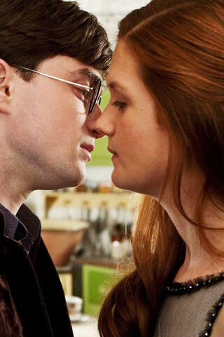 File:Ginny-and-harry-kiss-DH-1-harry-and-ginny-28863423-640-960.jpg