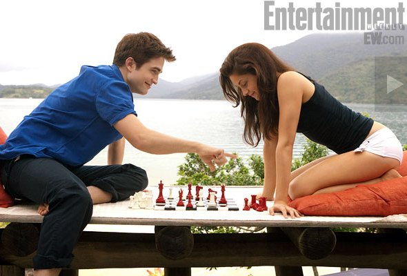 File:9-breaking-dawn-BD-2011-part one-bella and edward-chess-09-1-.jpg