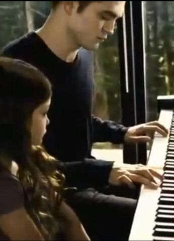 File:Edward-playing-Renesmee-s-lullaby-edward-and-bella-32785569-375-520.jpg