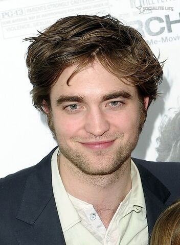 File:Gallery main-robert-pattinson-remember-me-premiere-photos-03012010-06.jpg