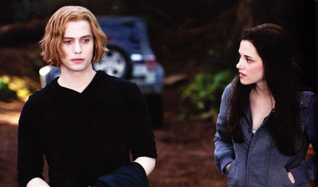 File:Bella-and-jasper.jpg