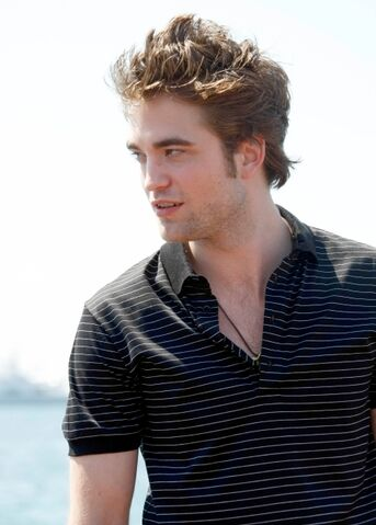 File:Robert Pattinson 11.jpg