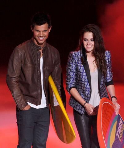 File:Kristen+Stewart+Teen+Choice+Awards+2012+Show+I yPC4mgLn7l.jpg