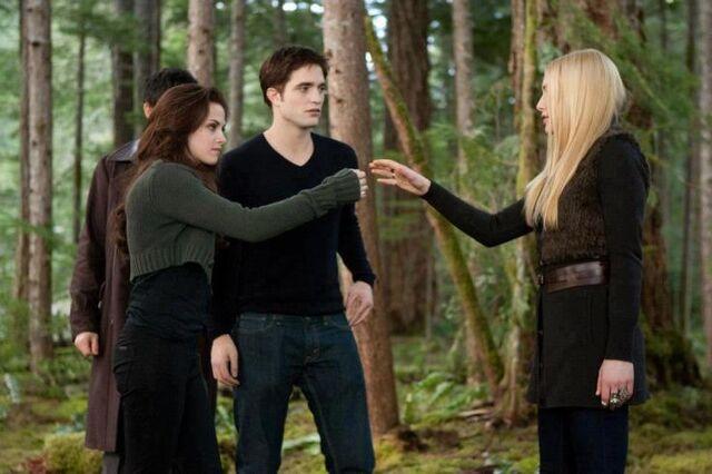 File:Bella, edward, kate y eleazar.jpg