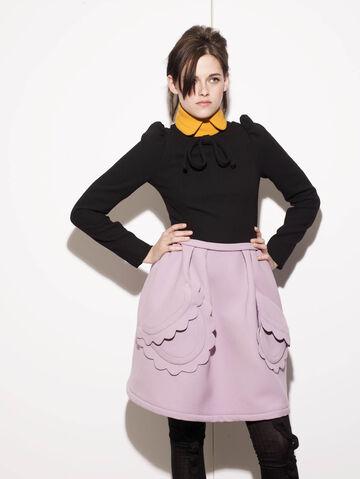File:Kristen-Stewart-Elle-Outtake-2.jpg