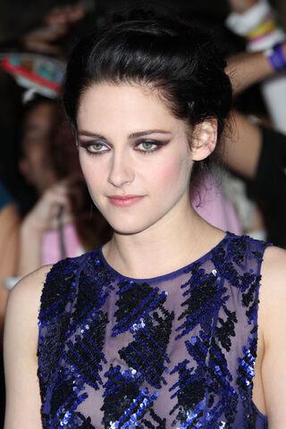 File:Kristen+Stewart+Stars+Breaking+Dawn+Premiere+15dE4Tp0g81l.jpg