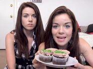 Jean makes cupcakes