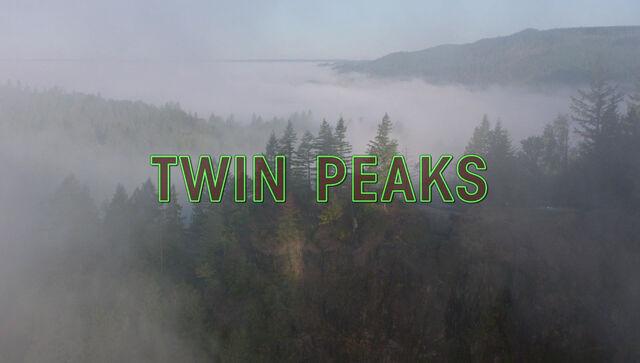 Файл:TwinPeaks2017 openingshotcredits.jpg