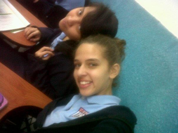 File:Maria Jose y Shantal en el Salón.jpg