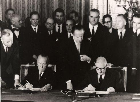 File:De gaulle traité de l'élysée 1963.jpg