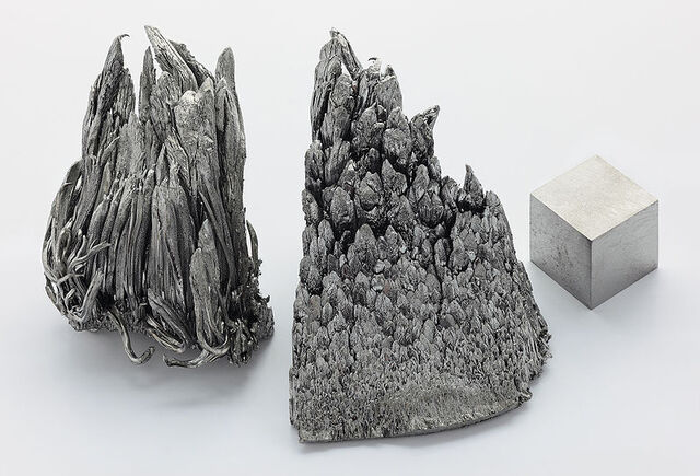File:800px-Yttrium sublimed dendritic and 1cm3 cube.jpg