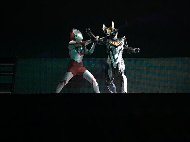 File:Z vs Ultraman II.jpg