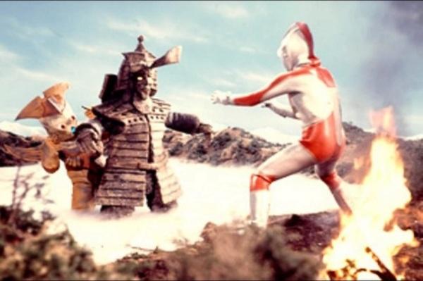 File:Kodaigon Alien Groates v Ultraman.jpg