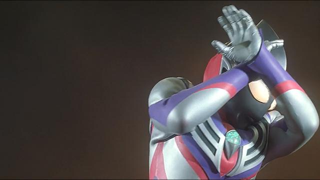File:Tiga Blast covers his eyes when Kamila henshin.png