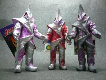 File:Alien Regulan toys.jpg