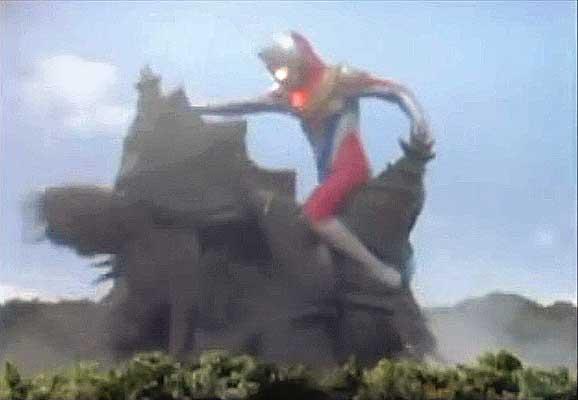 File:Zombayu vs. Ultraman Dyna3.jpg