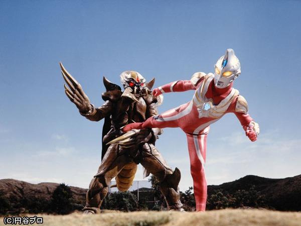 File:Ultraman Max vs Bugdalas.jpg