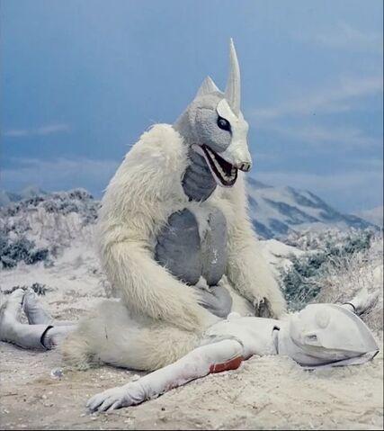 File:Snowgon vs Frozen Ultraman.jpg