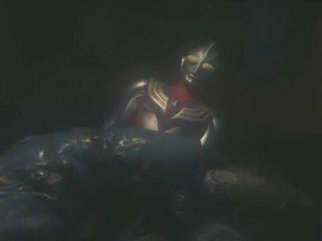 File:Tiga held by Alien Epera.jpg