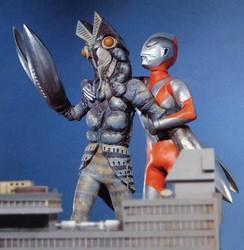 File:Alien Baltan v Ultraman.png