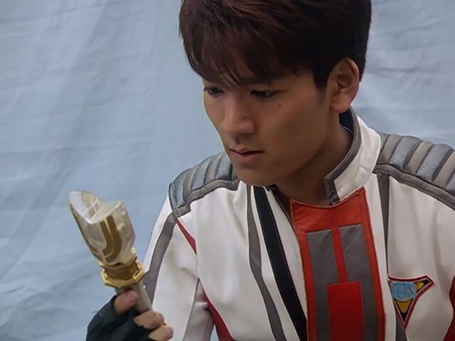 File:Daigo holding the spark lens.jpg